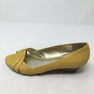 ANNE KLEIN YELLOW PEEP TOE WEDGES 8.5 M